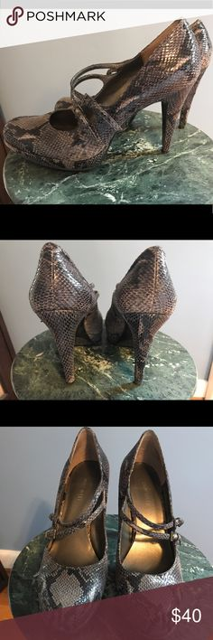 💥price drop!💥EUC Nine West Snakeskin Pumps! These sassy shoes are in excellent condition and could pass as brand new when worn! Comfortable and elegant - these are a fun way to give your outfit some personality! Comes from a smoke free home! Nine West Shoes