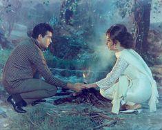 Sadhana Actress, Manoj Kumar, Play Quiz, Bollywood Outfits, Story Titles, Beautiful Suit, Vintage Bollywood, Home Movies, Indian Film Actress