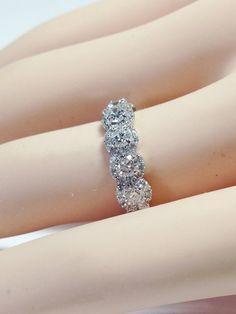 1.50CT diamant 7 Pierre ronde Halo anneaux Alliance par FineJewlers