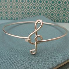 wire music note (treble clef braceletf)