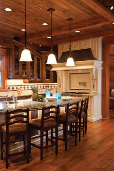 Whether you want to display or conceal your kitchen cabinet contents, we can help you source high-quality custom wood cabinets that meet your exact needs.