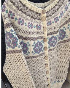 Ravelry: Karikofta pattern by Monika Mortensen Etnic Pattern, Knitting Patterns, Crochet Patterns, Voodoo Dolls, Bindi, Garter Stitch, Clothing Patterns, Mittens, Ravelry
