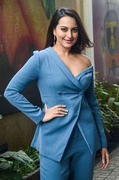 Sonakshi Sinha During The Promotions Of Welcome to New York – Silverscreen.in Sonakshi Sinha During The Promotions Of Welcome to New York – Silverscreen. Bollywood Actress Hot Photos, Bollywood Girls, Beautiful Bollywood Actress, Indian Bollywood, Bollywood Fashion, Actress Photos, Beautiful Actresses, Bollywood Saree, Beauty