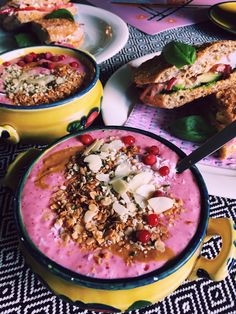 Lingonberry banana smoothiebowl with home made granola and grilled sandwich with avocado, marinated red onion, basil and vegan chili mayo. Vegan Chili, Grilled Sandwich, Granola, Acai Bowl, Basil, Onion, Avocado, Sandwiches, Banana