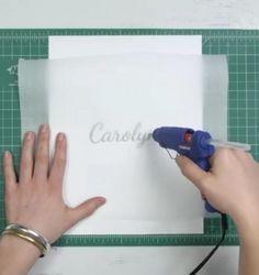 DIY Faire un pochoir avec de la colle chaude. (http://www.trucsetbricolages.com/bricolages/elle-dessine-une-forme-sur-un-papier-de-cuisson-avec-de-la-colle-chaude-ce-qui-suit-vous-fera-economiser-des-beaux)