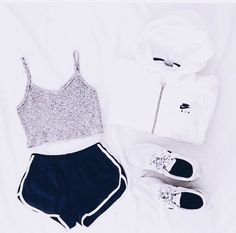 Pinterest: EvaBalloo✶ Nike jumper Athletic Outfit Crop top  Shorts