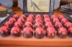O Diego ganhou uma festa pra paleontólogo nenhum botar defeito!A Invento Festa caprichou na decoração, que ganhoumuitas espécies diferentes de dinossauro Birthday Party At Park, Dinosaur Birthday Party, 5th Birthday, Dino Cake, Dinosaur Cake, Festa Jurassic Park, Baby Dino, Best Party Food, Treats
