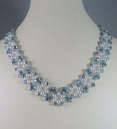 Collar perla y azul hielo por IndulgedGirl en Etsy