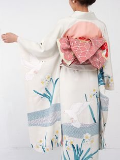 Modern Furisode Kimono with Dove and Daffodil Print Traditional Japanese Kimono, Traditional Fashion, Traditional Dresses, Furisode Kimono, Kimono Fabric, Fashion Moda, Kimono Fashion, Look Kimono, Geisha