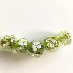 Nu nog even bedenken wat ik er mee ga doen. #beads #jewelry #handmade #glass #lampwork #green