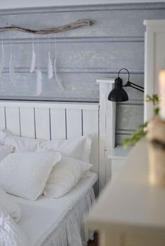hannashantverk.blogspot.se sovrum sänggavel pannplåt linnesängkläder Cozy Bedroom, Master Bedroom, Bedroom Ideas, Wall Lights, New Homes, Interior Design, Furniture, Lund, Branches