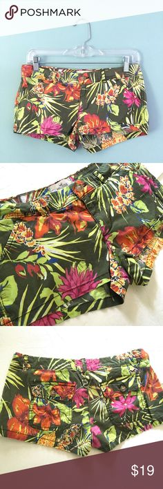 "❗️️FINAL❗️Hollister Floral Hawaiian Shorts Hollister Floral Hawaiian Print Shorts // sz 3 // 96% cotton, 4% elastane // Colors are green, Orange, yellow, blue, pink // have been washed, so there is a light fade // distressed hall in the waistband, front pocket and back pocket  // 15.5-15"" waist laid flat // 6.5"" rise // 2"" inseam // two front pockets // two back pockets // cute for summer! // compare measurements to your favorite shorts // Can't model // 20% off 3+ Bundles // offers…"
