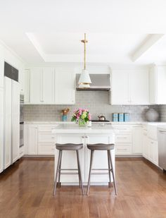House of Turquoise: Nest Design Co. Kitchen ideas by Decorist Elite Designer, Nest Design https://www.decorist.com/designers/69812/nest-design/