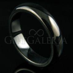 Aliança de Compromisso em Tungstênio Meia Noite com espessura de 5mm, formato cilíndrico e reto clássico, cor preta.
