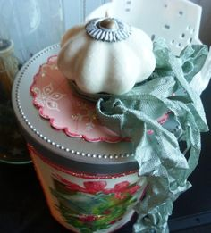 Put old chess piece on top of jar, paint lid & fill with treats Easy Gifts To Make, How To Make, Christmas Wishes, Creative Gifts, Cottage Style, Candle Jars, Shabby Chic, Decor Ideas, Craft Ideas