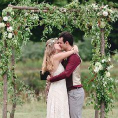 Stunning wildflowers, fabulous free spirited boho chic style, live Bluegrass & barn dancing! {Dan and Melissa Photography} -like :)