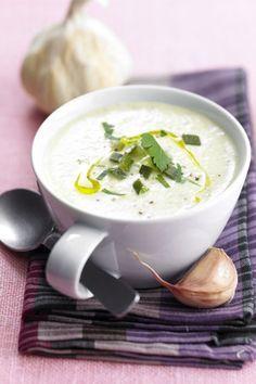 Crema de cebolla Raw Food Recipes, Soup Recipes, Vegetarian Recipes, Cooking Recipes, Healthy Recipes, Chowder Soup, Salty Foods, Ayurveda, English Food