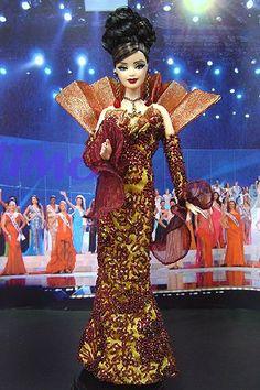 OOAK barbie pageant dolls by NiniMomo Creations Barbie Y Ken, Barbie Miss, Doll Clothes Barbie, Barbie Stuff, Bratz, Costume Collection, Miss World, Barbie Collector, Barbie Friends