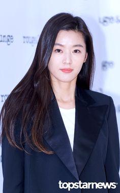 Jun Ji Hyun Makeup, Korean Beauty, Asian Beauty, Hollywood Actresses, Actors & Actresses, My Sassy Girl, Wedding Makeup Looks, Ageless Beauty, Korean Actresses