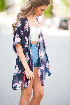 Kimono + bralette + shorts denim = combinación perfecta!