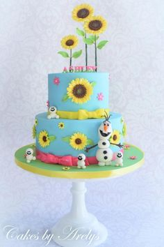 Frozen Fever Themed Birthday Cake Frozen Fever cake decorated with lots of sugar sunflowers and edible Olaf and snowgies. Anna Frozen Cake, Frozen Fever Cake, Festa Frozen Fever, Bolo Frozen, Olaf Birthday Cake, Frozen Themed Birthday Party, Birthday Cake Girls, Third Birthday, Pastel Frozen