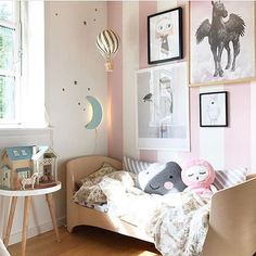 Lovely space via @minrede We especially love stripey wallpaper and that gallery wall!!! ✨