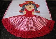 Pano de prato menina, sacaria de boa qualidade, vestido de crochê, saia de tecido com barrado de crochê com linha seda .