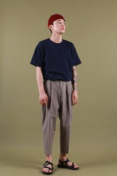 FABRIC : COTTON 100%FITTING SIZE : BOY (FREE) / GRIL (FREE) MODEL SIZE - BOY : 177cm / 62kg & GRIL : 163cm / 45kgSIZE INFO가슴 : 54cm어깨 : 56cm소매 : 21cm총장 : 72.5cm* 사이즈 실측은 1~3cm정도 차이가 있을 수 있습니다.