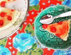 Em testes: Torta Primavera (Massa de iogurte, Creme de Clafoutis e Cerejas em Calda). #springpie #tortaprimavera 🌹🌹🌹 @donamanteiga #donamanteiga #danusapenna #amanteigadas #gastronomia #food #dessert #pie www.donamanteiga.com.br