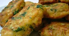 keftedes me fava (frittelle di fava) Greek Recipes, Desert Recipes, My Recipes, Cooking Recipes, Favorite Recipes, Vegan Patties, Sweets Recipes, Food To Make, Side Dishes