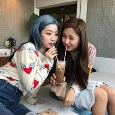 Twice-Dahyun & Tzuyu🦋 Nayeon, K Pop, Kpop Girl Groups, Korean Girl Groups, Kpop Girls, Twice Dahyun, Tzuyu Twice, My Girl, Cool Girl