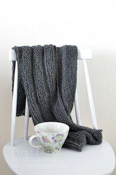 Pieni Lintu: DIY knitted bolero Blanket, Diy, Bricolage, Do It Yourself, Blankets, Cover, Comforters, Homemade, Diys