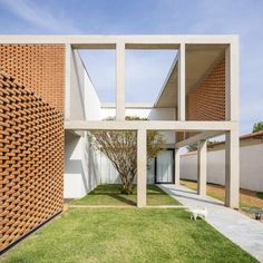 Bloco Arquitetos has created an extra storey for a family home in Brasília by adding a stilted concrete structure that incorporates panels of perforated brickwork. Architecture Tumblr, Brick Architecture, Residential Architecture, Concrete Column, Concrete Structure, Concrete Facade, Brazil Area, Tadelakt, Brick Patterns