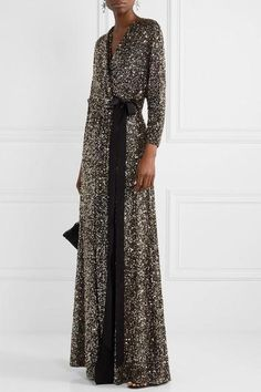 Luxury & Vintage Madrid, offers you the best selection of contemporary and vintage clothing in the world. Express Delivery The Effective Pictures Jenny Packham, Style Année 20, Jimmy Choo, Vintage Outfits, Vintage Clothing, Dress Skirt, Designer Dresses, Evening Dresses, Fashion Dresses