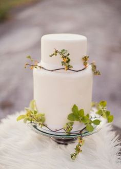 Wild wedding cake by Cake-a-licious | photography by http://www.alixannlooslephotography.com/