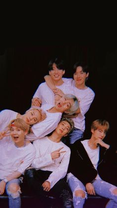~Jungkook s'habille comme un clown à tuer et Jimin ne le sait pas. ~ … # Horreur # amreading # books # wattpad You are in the right place about bts taehyung Here we offer you the most beautiful pictures about the bts fondos you are looking for. Bts Taehyung, Bts Jimin, Bts Bangtan Boy, Namjoon, Jimin Jungkook, Bts Lockscreen, Foto Bts, V Bts Wallpaper, Bts Group Photo Wallpaper
