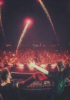 edm is my life. Festivals, Edm Festival, Rave Music, Edm Music, Trance, Future Concert, Concert Crowd, Italo Disco, Chainsmokers
