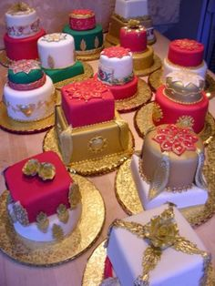 A plethora of Mini Indian-Inspired Wedding Cakes – These are so pretty! #indianwedding #weddingcake #southasianwedding