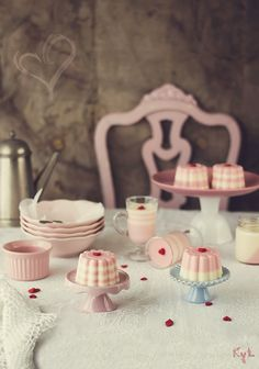 lovely sweet table for valentines day Food Photography Styling, Food Styling, Cupcake Cookies, Cupcakes, Sweets Cake, Cake Shop, Dessert Recipes, Desserts, Cute Food