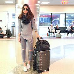 """64 mil curtidas, 420 comentários - Camila Coelho (@camilacoelho) no Instagram: """"Shades of gray! ✈️ #aerolook #comfy #onthego"""""""