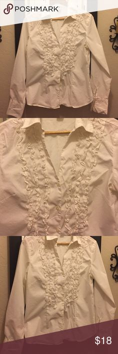 🔸Gap NEW LISTING White ruffled stretch button down.  Buttons midway down chest.  Cotton/nylon/spandex.  Washed but never worn. GAP Tops Button Down Shirts