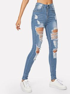 Find your perfect pair of women's skinny jeans at ROMWE! Your smart casual options -women's skinny jeans in super soft, ripped and variety of styles at a great value. Outfit Jeans, Lässigen Jeans, Ripped Knee Jeans, Cute Jeans, Casual Jeans, Distressed Skinny Jeans, Casual Outfits, Cute Ripped Jeans Outfit, Hollister Jeans