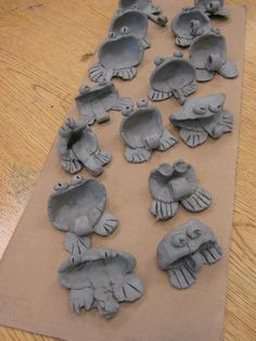 Clay frogs/pinch pots... Easy cross curricular lesson! Awesome!