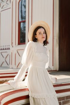 Floravere, a direct-to-consumer bridal brand, released a limited edition dress inspired by Little Women. Vintage Dresses, Vintage Outfits, Vintage Fashion, Modern Victorian Fashion, Victorian Outfits, Victorian Style Dresses, Victorian Clothing Women, Vintage Inspired Fashion, Victorian Women