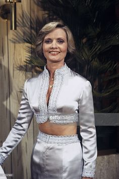 25 Unknown Facts about Florence Henderson The Love Boat, Lonely at the Top/Divorce Me, Please/Silent Night - Season One - Florence Henderson guest stars as an unhappy wife who secretly longs for her husband to ask for a divorce. Florence Henderson, Tv Moms, The Brady Bunch, Family Tv, Crazy Day, Comedy Tv, Sexy Older Women, Silent Night, Celebs