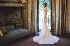 Natalia está fantástica el día de su boda con el tocado plateado de inspiración #vintage by @nilataranco  #noviasreales #tocadosdenovia #inspiraciondebodas #bridalheadwear
