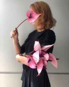 Anthurium sau floarea flamingo este o alegere potrivita pentru cei care iubesc florile exotice. 🦩💘 Floral Design, Bouquet, Bride, Garden, Flowers, Wedding Bride, Garten, Bridal, Floral Patterns