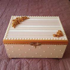 Luxusní krabička * ze dřeva zdobená perlami a zlatými růžemi ♥                                                                                                                                                                                 Mais