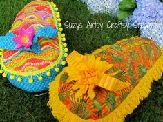 Cute flip flop pillow pattern and tutorial!  This site has lots of great tutorials!