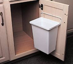 Door-Mounted Kitchen Garbage Can in Home & Garden, Household Supplies & Cleaning, Trash Cans & Wastebaskets Diy Kitchen Island, Kitchen Redo, Kitchen And Bath, Kitchen Remodel, Kitchen Ideas, Kitchen Cabinet Organization, Kitchen Storage, Home Organization, Bath Storage